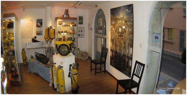 La mine (au fond) pendant PHOTOMED 2014 ; le musée accueillait Jean-François Rouzier. (à droite une de ses photos).