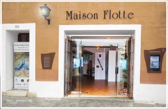 L' ART BLEU 2013 se visite à la Maison Henri-Flotte, sur le port de Sanary sur Mer. Overt tous les jours de 10H à 12H30 et de 15H à 19H. Entrée libre. Jusqu'au 9 mai midi.