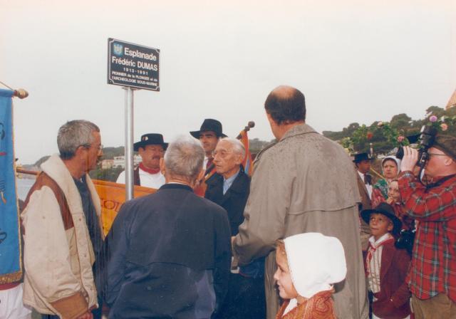 """Inauguration de la plaque """"Esplanade Frédéric-Dumas""""."""