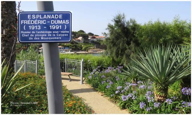 """La nouvelle plaque """"Esplanade Frédéric-Dumas"""". Une seconde devrait être prochainement posée à l'autre extrémité de l'Esplanade."""