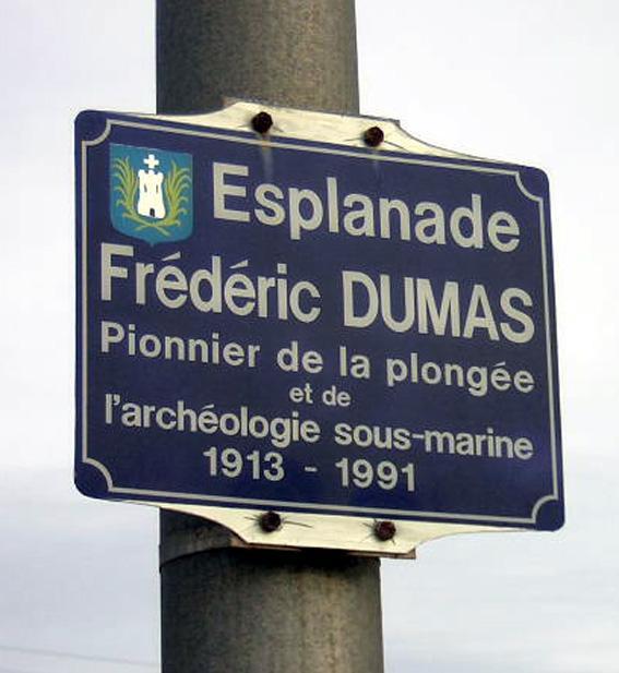 """La """"première"""" plaque."""