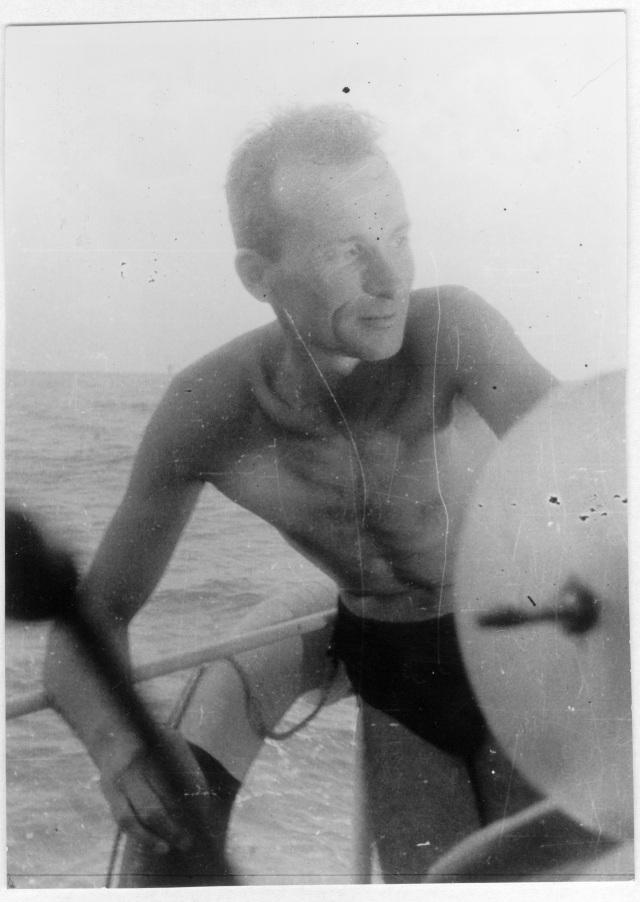 Guy de Frondeville à bord du Petrel. 1954. Coll. part. Tous droits réservés.